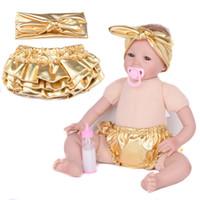 bebek ruffled bloomer setleri toptan satış-Yeni Bebek Bloomers Altın Şort + Kafa 2 adet Set Fırfır Deri altın bloomer Kız PP pantolon bloomer Pantolon Bebek Bezi Kapakla ...