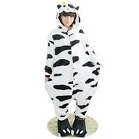 yetişkin inek pijama toptan satış-Kürklü Polar Güzel Yetişkin Unisex Hayvanlar Güzel sütlü süt inek Pijama Onesie Sleepsuit Cosplay Süt Pijama Karikatür Inek onesies tulum