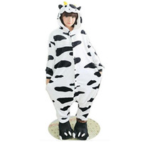 macacões de lã adulto venda por atacado-Velo peludo Adorável Adulto Unisex Animais Lindo leite de vaca vaca Pijamas Onesie Sleepsuit Cosplay Leite Sleepwear Dos Desenhos Animados Vaca onesies jumpsuit