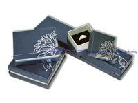 personalisierte schmuckkoffer großhandel-Personifizierte gesetzte Schmuck-Bildschirmanzeige, die dekorativen Kasten für Ring-Pappe mit Deckel-anwesendem Geschenk-Organisator-Kasten 8pcs / Lot verpackt