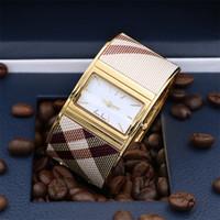 cajas para reloj al por mayor-Alta calidad Nueva Llegada Vestido de Las Mujeres Vestido de Oro Famoso Relojes de pulsera de Acero de Cuarzo Para Dama Reloj Mujer relojes mujer reloj de pulsera brazalete