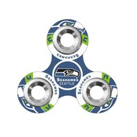 Plastique de football Prix-Équipe de football Fidget Spinners Plastic Football américain Tri-spinner Famous Soccer Team Logo EDC Anti-stress Fidget Spinners Toy