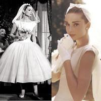 ingrosso abito bianco audrey-Abiti da sposa Audrey Hepburn vintage bianco scollo scoop maniche a maniche corte abiti da sposa abiti da ballo in raso abito da sposa su misura