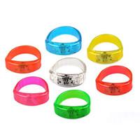 bracelet glo achat en gros de-Bracelet de contrôle vocal LED Glo-sticks Bracelet de clignotant électronique LED Bracelets luminescents Bracelet LED