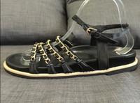 latexseide großhandel-tatsächliche Schuhe! u388 40 2 Farben echtes Leder Seide Kette flache Sandalen Luxus Damenmode schwarz beige c Designer