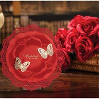 Vente en gros - 5pcs / lot Style chinois rond Laser Couper Papier fleur rouge avec or Papillon Mariage Invitation Carte Event Party Supplies