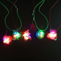 luzes pingente rosa venda por atacado-Boneco de neve de natal piscando luz pingente de Papai Noel colar de borracha macia acessórios acessórios brinquedos