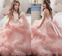 çocuk topu elbisesi pembe toptan satış-Allık Pembe Kız Pageant Elbise 2018 Abiye Basamaklı Ruffles Benzersiz Tasarımcı Çocuk Glitz Çiçek Kız Elbise Düğün Için