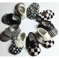 chaussures de marche pour bébé achat en gros de-Blocage de couleur bébé mocassins avec glands nouveau-né nourrisson bambin chaussures anti-slip semelle souple bébé chaussures de marche 0-30 m