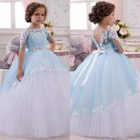 2016 Pretty Mezze maniche Ball Gown Flower Girls Abiti in pizzo Tulle Backless con Sash Christmas Birthday Party Pageant Skirt Cheap Princess