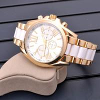 kuvars kadın ünlü saatler toptan satış-SıCAK! Ünlü Marka Moda Casual İzle kol 2016 ABD Lüks Markalar Kadınlar Saatler Bayanlar gül altın Kuvars Saatler Montre Femme