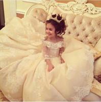 bolas de flores para bodas al por mayor-Vestidos de niña de flores para bodas con tren Vestido de fiesta con encaje Vestido de niñas pequeñas Vestidos de marfil blanco para la primera comunión