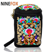 Vente en gros - Handmade Ethnic Style Embroidered Canvas Change Purse Téléphone Camera Bag Portable Messenger Dual-use Package
