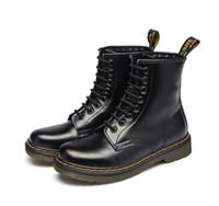 zapatos genuinos de la mujer zapatos de cuero al por mayor-Envío gratis 2017 Calidad de Cuero Genuino zapatos hombres y mujeres Botas High Top Motocicleta Otoño Invierno zapatos Amante Botas de nieve