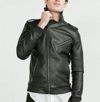 homens, pretas, casacos, epaulets venda por atacado-Queda-Yidora 2016 Hot MENS PRETO de COURO DO FALSO motocicleta jaqueta Zíperes Oblíquos Bolsos Lapela Gola Ombro com Epaulet