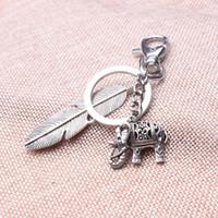 benzersiz anahtarlıklar toptan satış-Yeni tasarım benzersiz fil anahtarlıklar, kız antik gümüş 3d mini fil tüy tribal etnik anahtarlık yılbaşı hediyeleri için sahipleri
