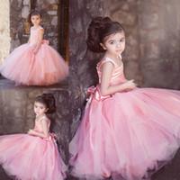 vestido de tutú hecho a mano de las niñas al por mayor-Precioso vestido rosa de bola Princesa Niñas Vestidos de desfile Flores hechas a mano Correas anchas Tutu Tul Puffy Vestidos de niña de flores para la boda Ropa de bebé
