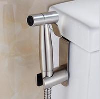 ingrosso portaoggetti da bagno-Bagno di alta qualità tenuto in mano WC bidet spruzzatore douche Shattaf Doccia Spray acciaio inossidabile titolare di tubo set spazzolato finitura nichel