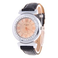 Relógios de luxo de moda para mulher Band Leather Roman Numeralsl Crystal Watch Casual Sport para Womens Analog Quartz Dress Watch