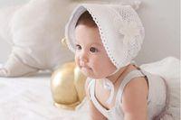 bebek dişi beanies toptan satış-Tatlı Prenses Bebek Kız Şapka Oymak Yaz Dantel-up Bere Pembe / Beyaz Pamuk Kaput Enfant 0-12 M için