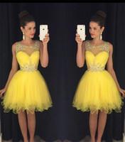 gelbe kurze prom kleider großhandel-2019 New Yellow Short Homecoming Kleider Sheer Neck Kristalle Perlen Modest Green Günstige Knielangen Prom Cocktail Party Kleider Real Images