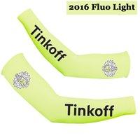 ingrosso team di illuminazione-2016 TINKOFF PRO TEAM FLUO LIGHT T07A BRACCIO CICLISMO SCALDANTE BICICLETTA OVERSLEEVES TAGLIA: S-XXL
