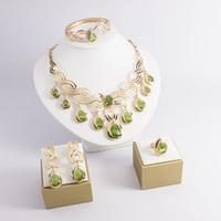 pendientes de collar de esmeralda al por mayor-El más nuevo collar de aretes de cristal con accesorios de moda europeos y americanos aretes de cristal esmeralda de lujo grandes