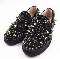sapatas da rua da forma do verão dos homens venda por atacado-Marca de Moda Homens Rodada Toe Flats Sharp Shining Rebites Cravejado Preto Vermelho Loafers Street style Shoes Homens Primavera Verão