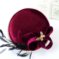 Vintage Women Wedding Hat Église Pillbox Bourgogne Rouge Feather Fascinator Cocktail Hat Coiffe Accessoires pour cheveux Clip Tiara Party Bonnets de bal