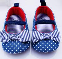 baby blaue polka dot schuhe großhandel-Blauer Punktstreifen Säuglingsmädchen beschuht weiche untere Schuhe Tupfen-Blumen-Kleinkind beschuht Baby-Schuhe NEU