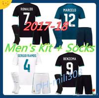 fee2e5f79f Atacado 17 18 real madrid Camisas de futebol Dos Homens casa longe nome  personalizado número ronaldo 7 Top qualidade uniformes de futebol camisas +  calções ...