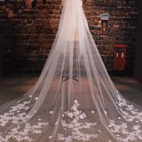 véu de noiva de casamento feito à mão venda por atacado-Véus De Casamento Catedral de luxo Apliques de Flores Artesanais De Tule Véus De Noiva Com Pente Longo Véus Para Noivas 3 metro véu