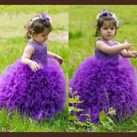 batas de bebé moradas al por mayor-Tutu Purple Flower Girls vestidos para la boda Sheer escote volantes de organza vestido de primera comunión vestidos de bola lindo bebé cumpleaños vestido del desfile