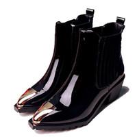 schwarze lackleder kurze stiefel großhandel-Winter schwarze Stiefeletten aus echtem Leder Lackleder Mitte Ferse Stiefel große große Yards kurze Stiefel große Größe 41-43 Ärmel Martin Stiefel