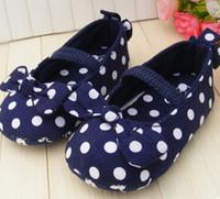 baby blaue polka dot schuhe großhandel-Blauer Bogen Mädchen Schuhe weiche untere Schuhe Polka Dot Blume Kleinkind Schuhe Baby Schuhe NEU