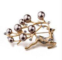 Wholesale Christmas Costume Jewellery - High Quality Hollow Elk Brooch Christmas Gift Crystal Rhinestone Jewellery Fashion Costume Pin Brooch Fashion Accessories