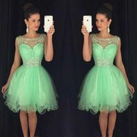 vestido corto de graduación amarillo al por mayor-2016 Nueva Sparkly Crystal Beaded Homecoming Vestidos Jewel Neck Green Yellow Tulle Illusion Short Mini Graduation Formal Vestidos de cóctel