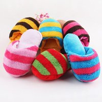 Hot Cute Puppy Fad Magnetic Dog Toy Pet Puppy Chew Jugar Squeaker Plush Slippers Pan forma de regalo para perro