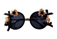 ingrosso occhiali da sole fiore neri-Nuovi occhiali da sole Donne Brand Round Black Party Celebrity Steampunk Occhiali da sole per donna Flower Summer Beach Shades Ladie