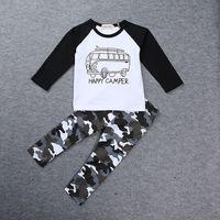 junge kleidung t-shirts autos großhandel-INS Jungen-beiläufige Kleidungs-Babykarikaturauto übersteigt Buchstaben T-Shirt + geometrische Tarnungshose 2pcs / set Baumwollklage freies Verschiffen C1434