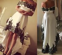 zarif seksi üniforma elbise toptan satış-Zarif Beyaz ve Siyah Kapalı Omuz Yüksek Düşük Gelinlik Modelleri Dantel Aplike Vintage Abiye Ünlü Pageant Törenlerinde BA3431