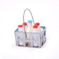 Wholesale- 1/12 Dollhouse Furniture Miniature Metal Milk Basket con 5pcs Bottiglie Set Dolls House Kitchen Portic Accs Decor Alta qualità