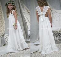 vestidos de praia meninas crianças venda por atacado-2019 New Arrival Boho Vestidos menina para casamentos baratos V Neck Chiffon Lace Criança Comunhão formal do casamento Beach Dress Custom Made
