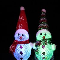 acryl beleuchtete schneemann großhandel-LED Acryl Weihnachten Weihnachten Schneemann Weihnachtsgeschenk Kristall Licht Flash dekorative Requisiten Schneemann