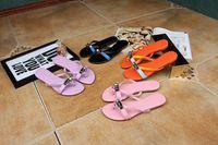 sandalias negras naranjas al por mayor-alta calidad! U579 34 HEBILLA DE CUERO ORIGINAL FLIP FLOPS SANDALIAS zapatos de deslizamiento verano playa negro rosa violeta naranja