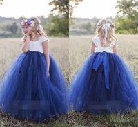 blumenmädchen kap weiß großhandel-Nette Prinzessin White Navy Blue Blumen-Mädchen-Kleider 2018 Bateau Ansatz Kap-Hülsen-geschwollene Ballkleid-Mädchen-Festzug-Kleid-Erstkommunion-Kleider