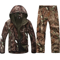 kamuflaj ceket pantolon seti toptan satış-Güz-Taktik Softshell Erkekler Ordu Spor Su Geçirmez Avcılık Giyim Seti Ceket + Pantolon Kamuflaj Açık Ceket Suit