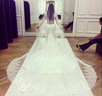 ördek hicabı toptan satış-Kim Kardashian Dantel Katedrali Düğün Peçe Düğün Aksesuarları Uzun Gelin Veils Velos De Novia Casamento Hicap Yaz Tarzı Velo