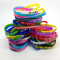 200pcs LOT Silicone Wristband Cuff Elastic Bracelet Mixed Skull Butterfly Etc Style Fashion Jewelry For Children Party Birthday Chrisma Gift