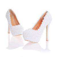 mavi çiçek kız ayakkabıları toptan satış-Dantel Çiçek Düğün Ayakkabı Güzel El Yapımı Kadınlar Yüksek Topuklu Kız Parti Balo Gelin Ayakkabıları Pompalar Beyaz Pembe Siyah Mavi Renk